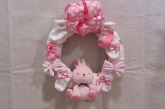 Baby Shower Gift It's a Girl Wreath by PleasantPresents on Etsy Ideas Prácticas, Gift Ideas, Homemade Gifts, Diy Gifts, Baby Boy Shower, Baby Shower Gifts, 2nd Baby Showers, Baby Deco, Diaper Wreath