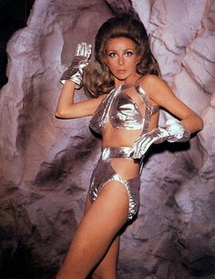 "Shahna (Angelique Pettyjohn) - Star Trek: The Original Series ""The Gamesters of Triskelion"" (First Broadcast: January Star Trek Kostüm, Science Fiction, Star Trek Original Series, Space Girl, Space Age, Star Trek Universe, Punk, Shows, Sci Fi"