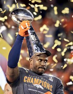 Broncos win for Manning, send bouquet to Bowlen - By Art Spander on February 2016 - Denver Broncos' Von Miller holds the trophy after the NFL Super Bowl 50 football game Sunday in Santa Clara, Calif. The Broncos won (AP Photo/Matt York) Denver Broncos Football, Go Broncos, Broncos Fans, Best Football Team, Pittsburgh Steelers, Funny Sports Memes, Nfl Memes, Football Memes, Football Stuff