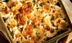 Use a batata de diversas formas diferentes e monte pratos incríveis. Confira 13 receitas feitas com batata que são de cair o queixo.Torta de batata com queijo e baconInvista no parmesão e provolone para preparar uma torta incrível de batata com queijo e bacon frito.Batata americanaAprenda uma receita simples de bat