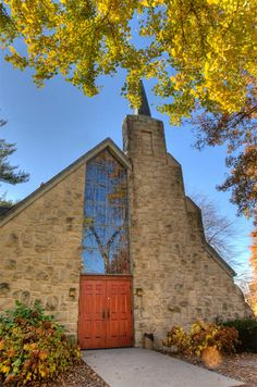 the danforth meditation chapel is a wing connected to the historic alumni memorial chapel at the university of central missouri.