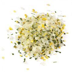 Zitronenmeersalz (Nachfüllpack) | 200g Würzmischung - Meersalz mit Zitrone! Zutaten: Meersalz 92%, Zitronenschale 7%, Petersilie, Kurkuma, Zitronia Sun (Dextrose, Säuerungsmittel: Zitronensäure, 4% nat. Zitronenöl, Ingwer, Gewürze, Aroma). Eine Würzmischung aus Meersalz mit der zitronigen Note. Passt besonders gut zu Fisch, aber auch allen anderen Gerichten.