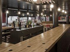 Bar de la Bolera Ozone de Gandia, con pistas y bolos viejos reciclados. The Ozone bowling bar in gandia is built using reclaimed bowling pins and lanes.