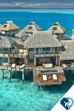 BORA BORA, TAHITI Bora Bora es la más célebre de todas las islas que forman el archipiélago de la Sociedad y está considerada la Perla del Pacífico por su belleza natural.