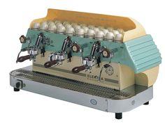 Elektra Classic Coffee Machineel.  Mazel, který dělá super kafe.