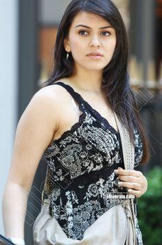 South Indian Actress Photo, Indian Actress Photos, Indian Actresses, South Actress, Bollywood Actress Hot, Beautiful Bollywood Actress, Beautiful Indian Actress, Tamil Actress, Beautiful Girl Photo
