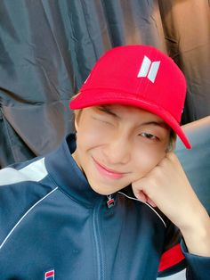 """an important thread on how beautiful namjoon is"" Jimin, Bts Bangtan Boy, Bts Boys, Mnet Asian Music Awards, Kim Namjoon, Seokjin, Hoseok Bts, Btob, Mixtape"