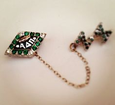 ADPi with emeralds and diamond points: my Lin was stolen out of my parents house while I was in England. If anyone knows where I cab find an antique one, I would be very interested! Alpha Delta, Sorority And Fraternity, Greek Life, Diamond Are A Girls Best Friend, Dangles, Emeralds, Bling, Drop Earrings, Pearls