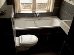 Kleine badkamer:wc meteen tegen bad aan en wastafel ook