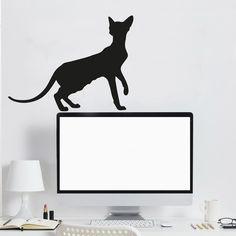 Kočka sphyn black - samolepicí na zeď nebo na okno Holá kočka bez srsti sphynx se ráda předvádí. Určitě jí bude dobře i u vás doma. Velikost kočky je 46x36 cm. Samolepku dostanete s přenosovou fólií pro snadnější lepení. Návod je samozřejmostí. Samolepka je permanentní a stejně barevná z obou stran, dobře proto vypadá i na okně.
