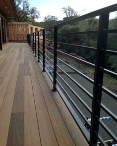 Deck railing isn't simply a safety and security attribute. It can include a stunning aesthetic to mount a decked area or deck. These 36 deck railing ideas show you just how it's done! Horizontal Deck Railing, Metal Deck Railing, Garden Railings, Patio Railing, Balcony Railing Design, Railing Ideas, Patio Handrail Ideas, Deck Balustrade Ideas, Cable Railing