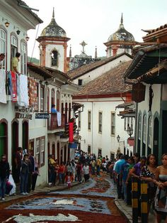 The charming colonial town of Ouro Preto, Minas Gerais | Brazil (by Diogo F Nunes