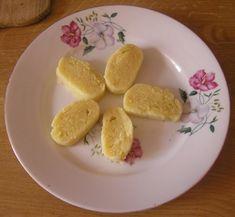 Brambory uvaříme ve slupce, necháme je vychladnout, oloupeme a nastrouháme nebo prolisujeme. Přidáme vejce, solamyl, mouku a podle chuti...