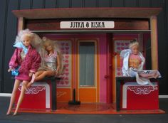 Antwerpen: Jutka & Riska, offers an eclectic combination of vintage, own design, new collections, items by young designers and customized items