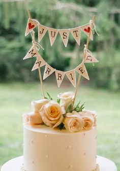 Cute bunting cake topper {Photo by 52Forty Photography}