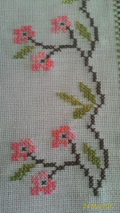 Towel with Cross-Stitch Cross Stitch Borders, Cross Stitch Flowers, Counted Cross Stitch Patterns, Cross Stitch Designs, Cross Stitching, Cross Stitch Embroidery, Ribbon Embroidery, Embroidery Patterns, Brazilian Embroidery