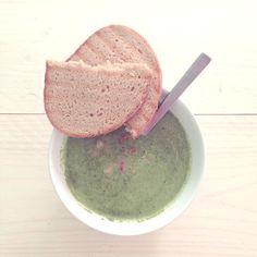 Simpele spinazie-courgette soep met spekjes