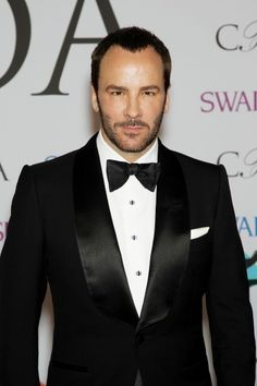 Tom Ford aux CFDA Awards http://www.elle.fr/People/Tapis-rouge/Evenements/Rihanna-star-de-la-provoc-aux-cotes-de-Blake-Lively-et-Anna-Wintour-aux-CFDA-Awards/Tom-Ford
