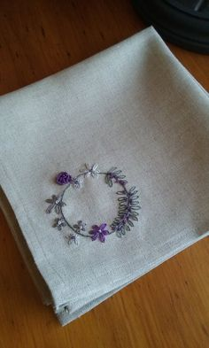 Items similar to Set of Four-Hand Embroidered Linen Napkins on Etsy - Stickerei Ideen Handkerchief Embroidery, Flower Embroidery Designs, Creative Embroidery, Simple Embroidery, Hand Embroidery Designs, Beaded Embroidery, Embroidery Patterns, Hand Embroidery Stitches, Linen Napkins