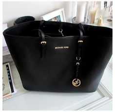 Michael Kors purse I want this for Christmas