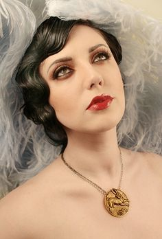 BEYOND amazing photo& taken by 666 Photography for Leviticus Jewelry Great Gatsby Makeup, 1920s Inspired Makeup, Make Up Looks, Beauty Make-up, Hair Beauty, Twiggy Model, 1930s Makeup, 1920s Aesthetic, Maquillage Goth