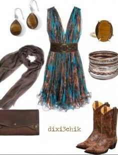 Vestido, botas y accesorios, combinación que sí funciona
