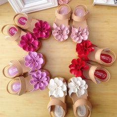 Sandals bé gái, họa tiết bông hoa xinh xắn, phối màu dễ thương
