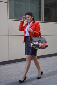 White shirt, leather skirt and orange blazer look to the office >> Shoes: Zara; Leather skirt: FrenchConnection; Blazer – gorgeous from Mango-;  Handbag: Parfois;