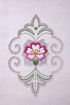 cutwork embroidery - La Prilletta - http://www.laprilletta.it