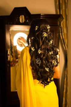 A Multicultural Wedding In Goa Where The Bride's Hairstyles Can't Be Missed! Check out photos, ideas & stories shared by Bride & Groom. Bridal Hairstyle Indian Wedding, Bridal Hair Buns, Bridal Hairdo, Hairdo Wedding, Indian Bridal Hairstyles, Wedding Makeup, Bridal Makeup, South Indian Bride Hairstyle, Mehndi Hairstyles