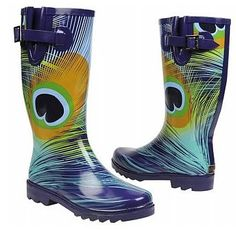 peacock Chooka boots - must track these. Chooka arent my favorite brand, but peacock boots gotta have them! Peacock Shoes, Peacock Feathers, Peacock Art, Peacock Crafts, Peacock Decor, Peacock Colors, Peacock Design, Hunter Rain Boots, Shoes