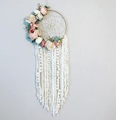Beautiful Floral Wall Hanging Dream Catcher DIY tutorial - perfect for a nursery Dream Catcher Nursery, Dream Catcher Craft, Dream Catcher Mobile, Dream Catcher Boho, Making Dream Catchers, Diy And Crafts, Arts And Crafts, Wall Hanging Crafts, Diy Tumblr