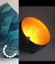 Lampe à poser,  doré et déclinaison de vert/bleu. #articlespourlamaison #eclairage #or #vert #metal #lampeaposer #luminaire #papiermache #papierrecycle