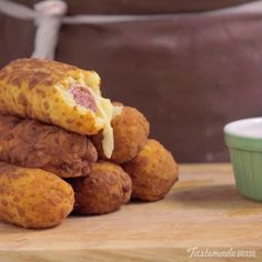 Crispy Fried Sausage If you like corn dogs, you'll love this cheesy, potato-y version. Appetizer Recipes, Snack Recipes, Cooking Recipes, Snacks, I Love Food, Good Food, Yummy Food, Empanada, Appetizers