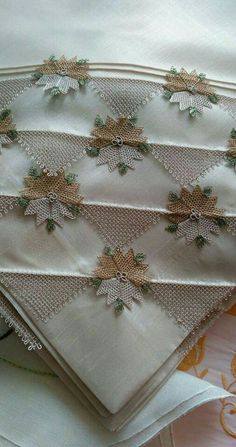 This Pin was discovered by HUZ Hand Embroidery, Embroidery Designs, Lace Art, Point Lace, Wedding Napkins, Needle Lace, Cheese Cloth, Wedding Wishes, Table Covers