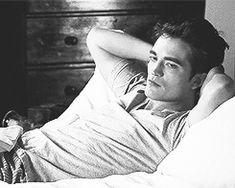 Twilight Saga Series, Twilight Edward, Twilight Cast, Edward Bella, Twilight Movie, Edward Cullen Robert Pattinson, Robert Pattinson Twilight, Robert Pattinson And Kristen, Celebrity Crush