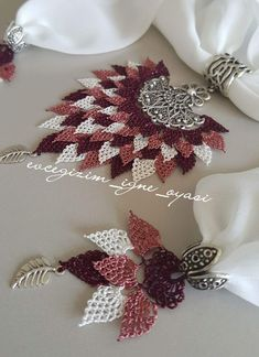 This post was discovered by 506 Discover (and save!) your own Posts on Unirazi. Needle Lace, Lace Making, Needlework, Knit Crochet, Diy And Crafts, Christmas Wreaths, Crochet Necklace, Projects To Try, Sewing
