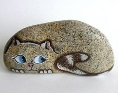 Steine bemalen Medium Hand Painted River Rock Cat, Petrified Cat - painted Most Successful Photo Albums In. Pebble Painting, Pebble Art, Stone Painting, Diy Painting, Painted River Rocks, Painted Rocks Craft, Hand Painted Rocks, Painted Stones, Paint On Rocks