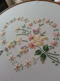 hand embroidery// Bordado a mano/ Maria L.Bertolino/ www.pinterest.com...