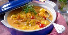 Snabblagad fiskgryta med smak av fänkål, tomat och saffran. Lika gott till vardag som till fest! Cheeseburger Chowder, Thai Red Curry, Ramen, Chili, Nom Nom, Soup, Fish, Ethnic Recipes, Chile