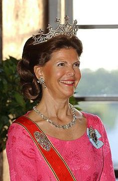 Queen Silvia of Sweden 0 the Nine prongs tiara. Love the tiara.