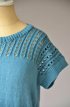 Super Crochet Poncho With Sleeves Pattern Libraries Ideas Crochet Poncho With Sleeves, Crochet Baby Cardigan, Knit Crochet, Crochet Cat Pattern, Crochet Amigurumi Free Patterns, Knitting Patterns, Sweater Patterns, Crochet Sandals, Universal Yarn