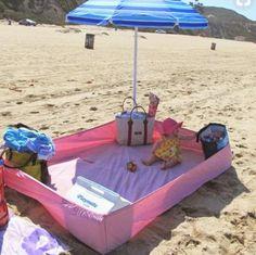 Zu heiß, zu sandig, zu gefährlich? Muss nicht sein. Mit diesen Tricks und Idee habt ihr mit Baby mehr Spaß am Strand und im Urlaub.