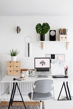 Browse pictures of home office design. Here are our favorite home office ideas that let you work from home. Shared them so you can learn how to work. Mesa Home Office, Home Office Design, Home Office Furniture, Home Office Decor, Home Decor Bedroom, Office Ideas, Office Setup, Workspace Design, Office Organization