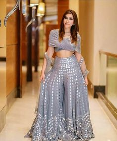 Top Beautiful Saharara Dress - Latest Saharara Dress Source by piyushsonani - Party Wear Indian Dresses, Designer Party Wear Dresses, Indian Fashion Dresses, Indian Bridal Outfits, Indian Gowns Dresses, Dress Indian Style, Indian Designer Outfits, Latest Wedding Dresses Indian, Ethnic Fashion