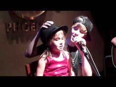 Justin Bieber canta con una niña la cancion Baby