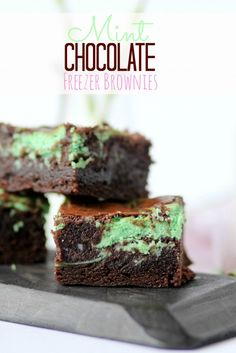 Mint Chocolate Freezer Brownies There are two types of people in the world. Those who keep a bag of frozen brownies in their freezer, and those who do not. Cake Mix Cookie Recipes, Cake Mix Cookies, Brownie Recipes, Cookies Et Biscuits, Dessert Recipes, Brownie Ideas, Entree Recipes, Mint Chocolate, Chocolate Desserts