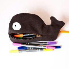Lapicera de ballena  (en el tablero de abajo puedes encontrar el patrón)