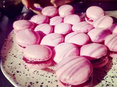 macaron Macaron Cookies, Pavlova, Mousse, Panna Cotta, Biscuits, Muffin, Food And Drink, Sweets, Snacks