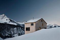 Haus Fontanella Chalet by Bernardo Bader Architects Swiss Architecture, Wooden Architecture, Amazing Architecture, Contemporary Architecture, Chalet Austria, Cabin Design, House Design, Wood Design, Bernardo Bader